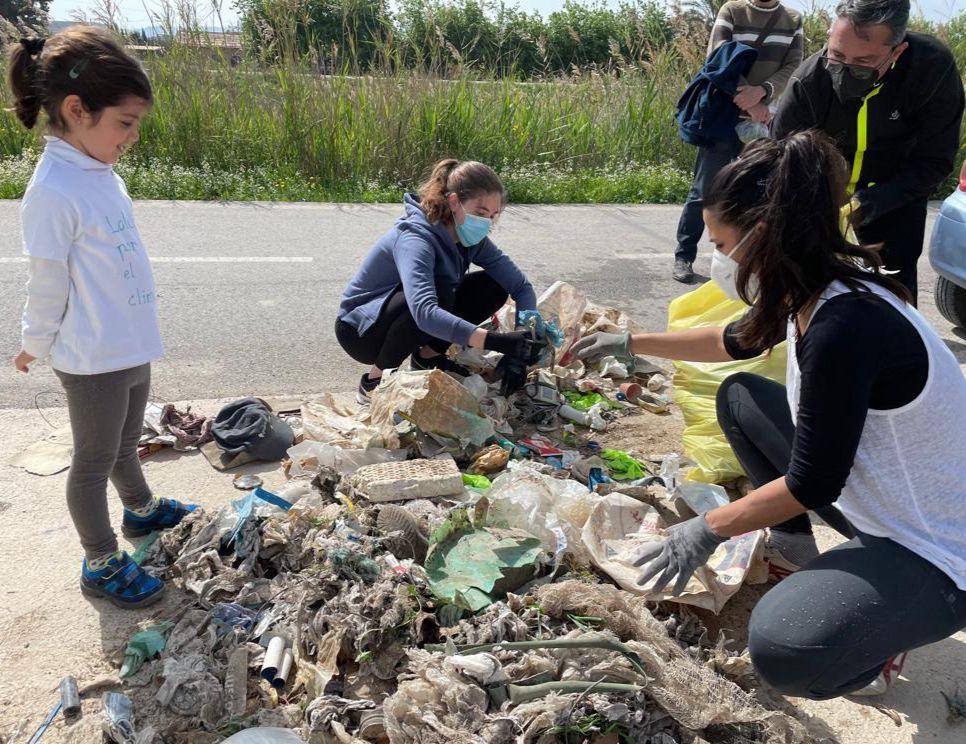 Separación de residuos en Alquerías. Imagen: Madres por el Clima