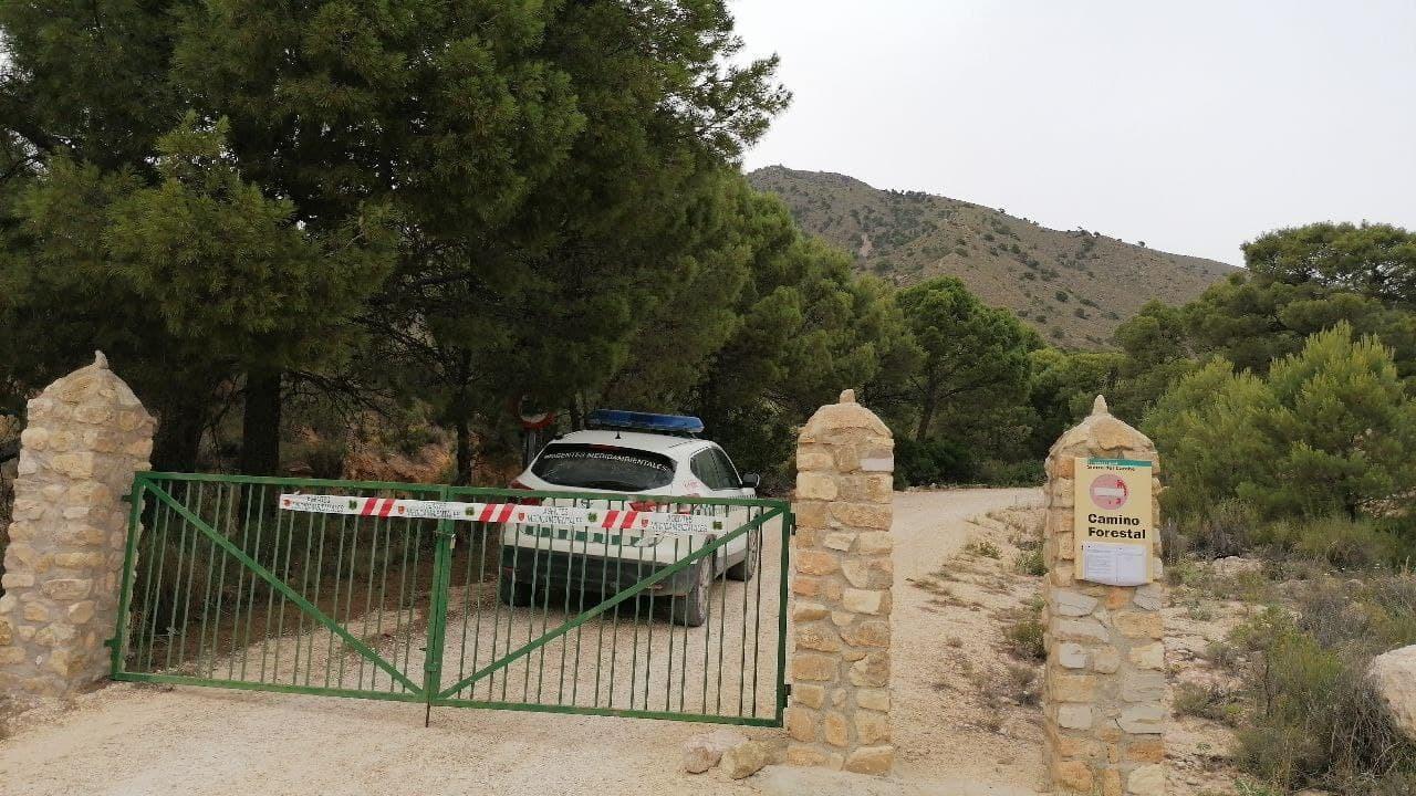 Acceso cortado a vehículos a una de las masas forestales de la Región de Murcia. Imagen: CARM