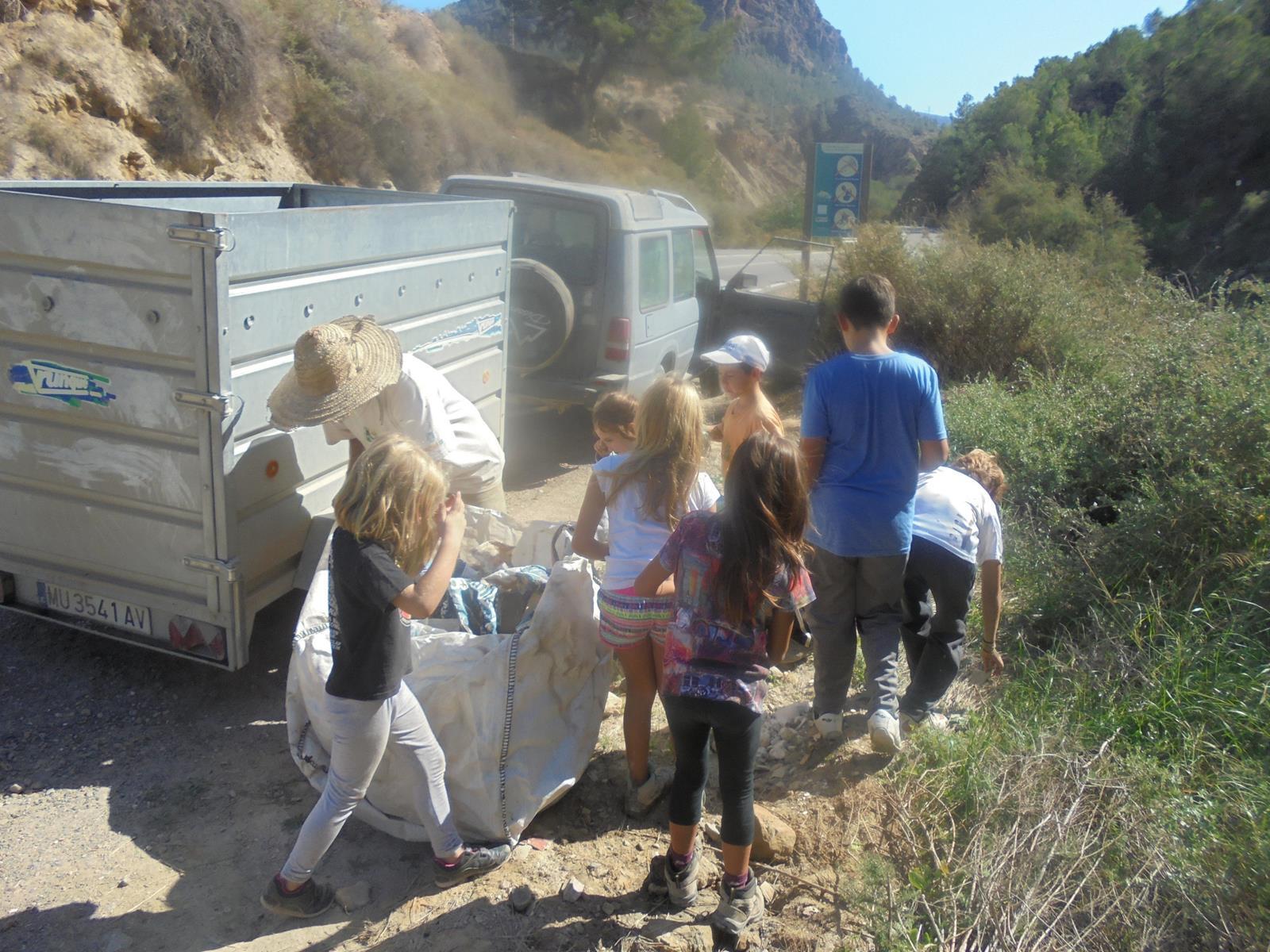 Y los residuos, al contenedor. Imagen: Adesga.