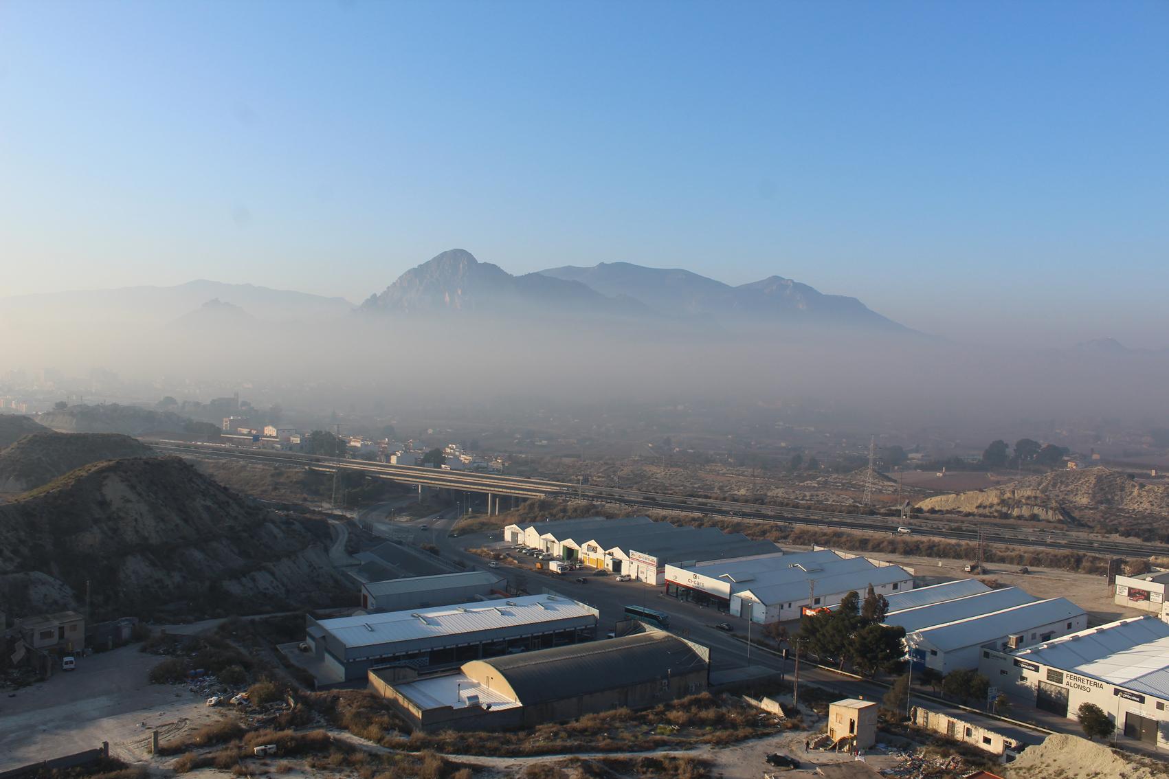 Otra vista más lejana, de la capa de humo. Imagen: EEA