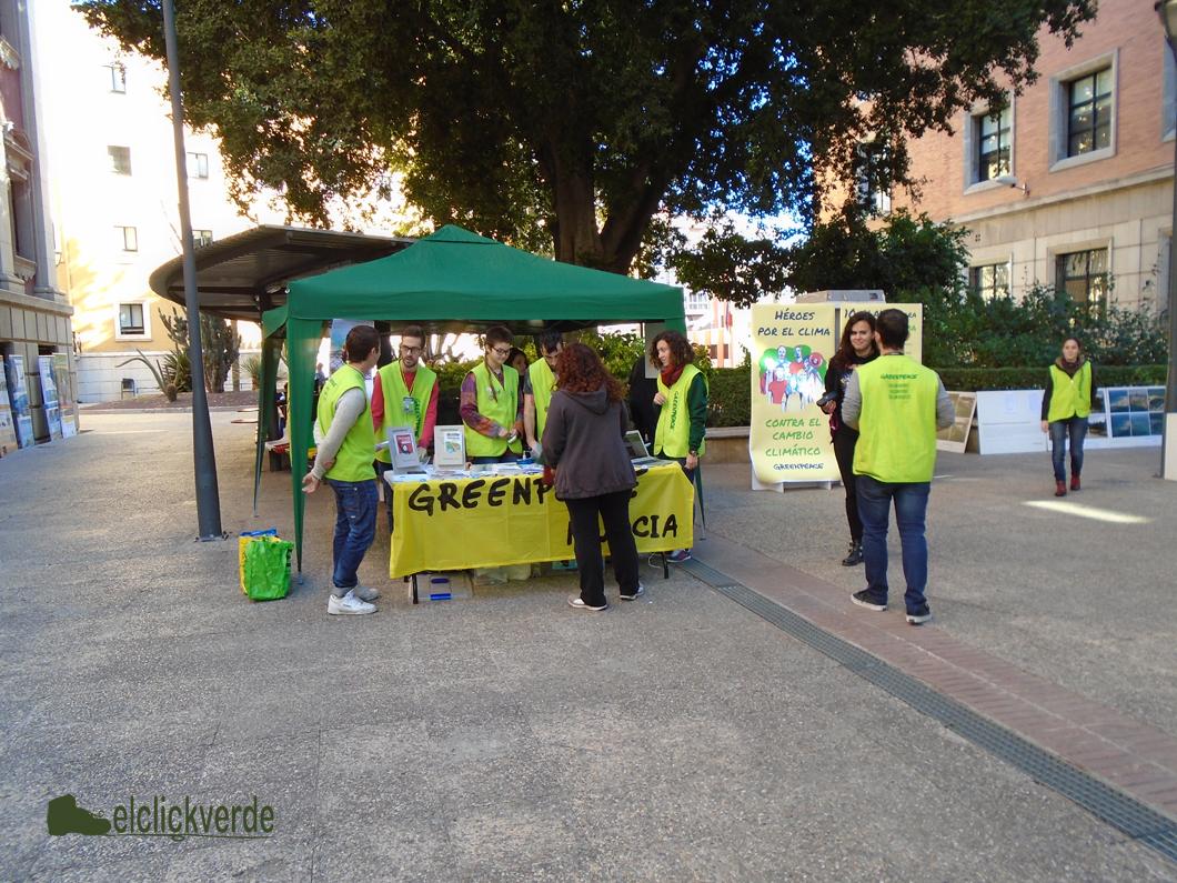 El animado puesto de Greenpeace.