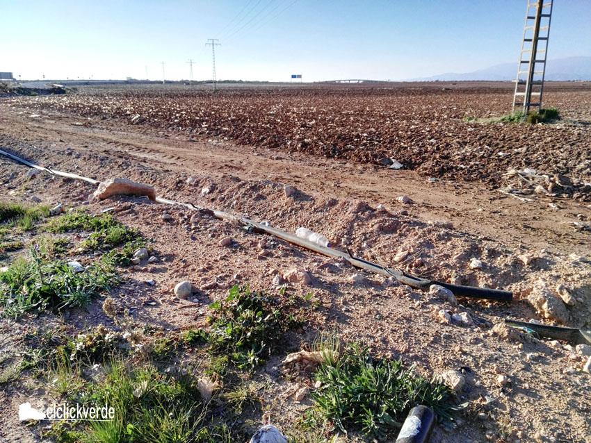 Los plásticos en los campos agrícolas están por todas partes.