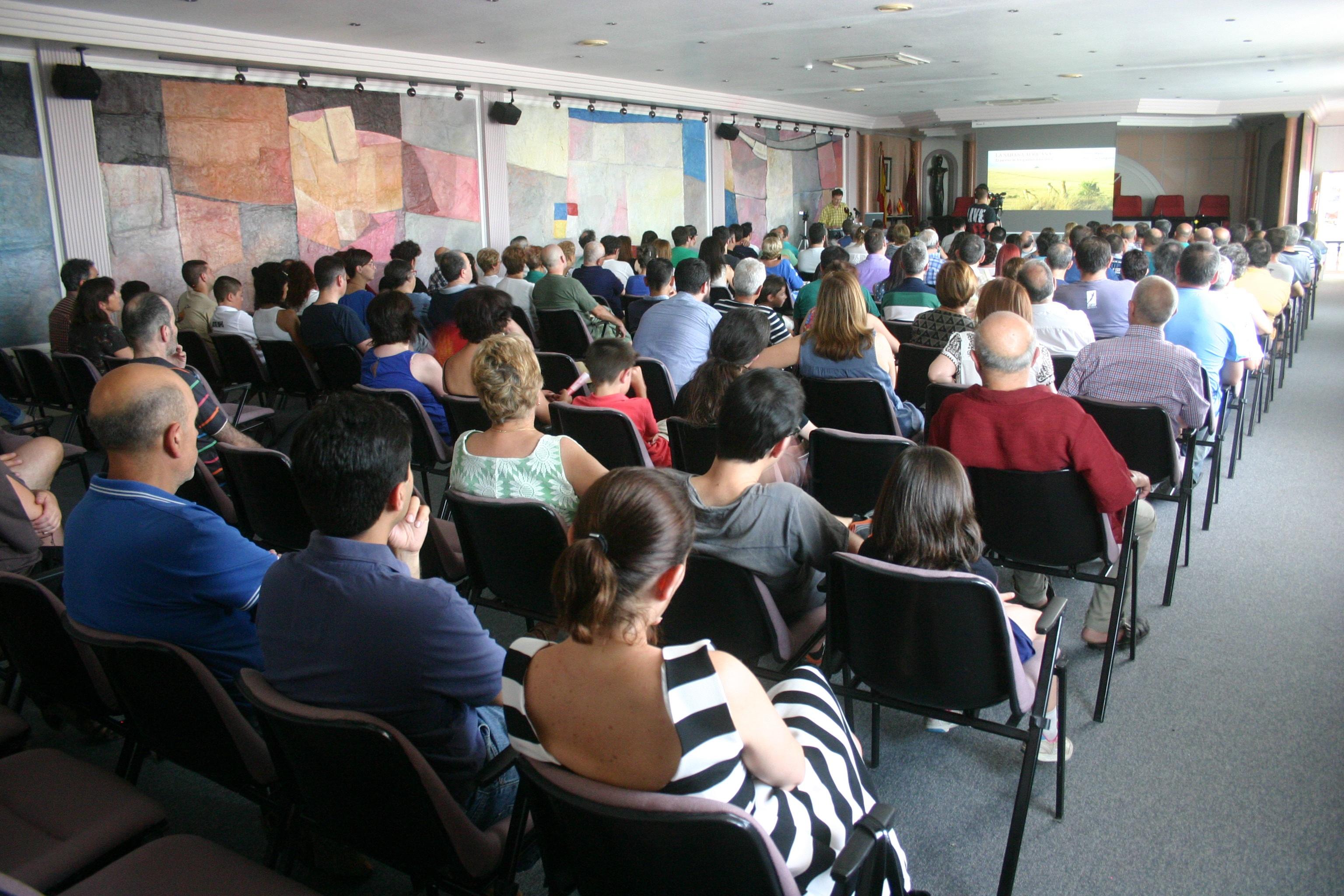 Respuesta masiva del público a la presentación del Atlas. Fotografía: A. García.