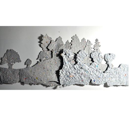 """La exposición incluye alusiones iconográficas y metafóricas a los bosques como fuentes de materia prima, """"que estamos obligados a regenerar"""", según el artista. Imagen: J. M. Roca"""