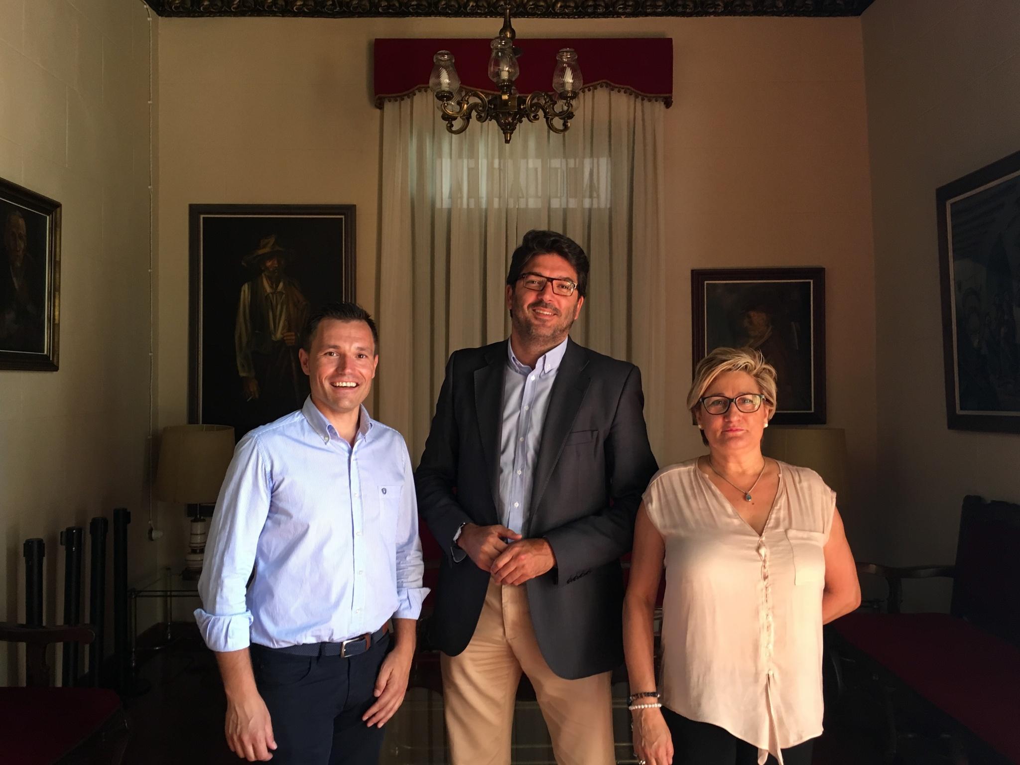 El director general del Instituto de Turismo ha visitado esta semana el municipio de Yecla para coordinar con el Ayuntamiento acciones destinadas a potenciar su turismo gastronómico y de naturaleza. Imagen: CARM