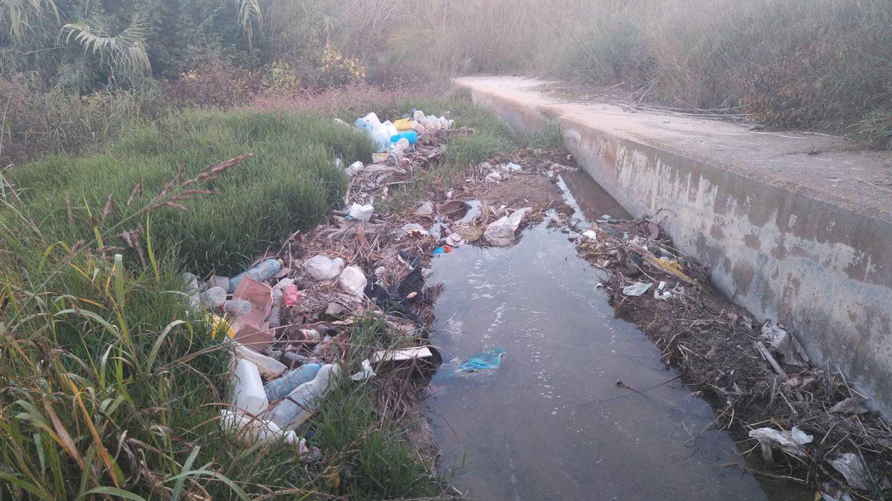 Vertido de plásticos. Imagen: Huermur
